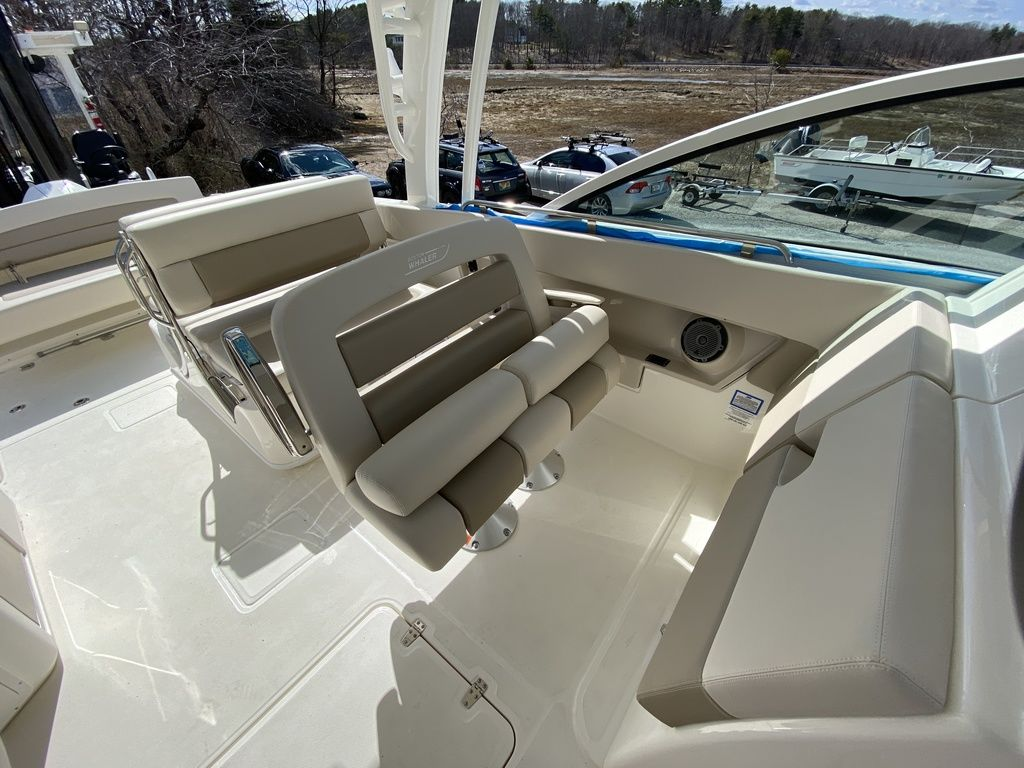 2020 Boston Whaler boat for sale, model of the boat is 320 Vantage & Image # 32 of 33