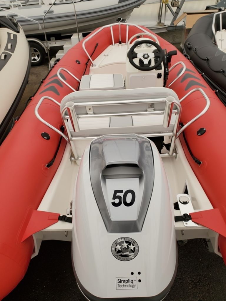 2021 Zodiac boat for sale, model of the boat is Bayrunner 500 & Image # 4 of 6