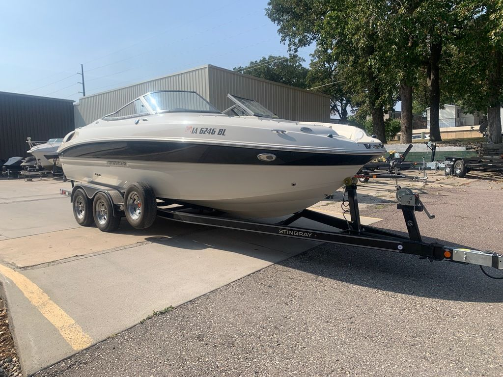 2013 Stingray boat for sale, model of the boat is 215LR & Image # 5 of 15
