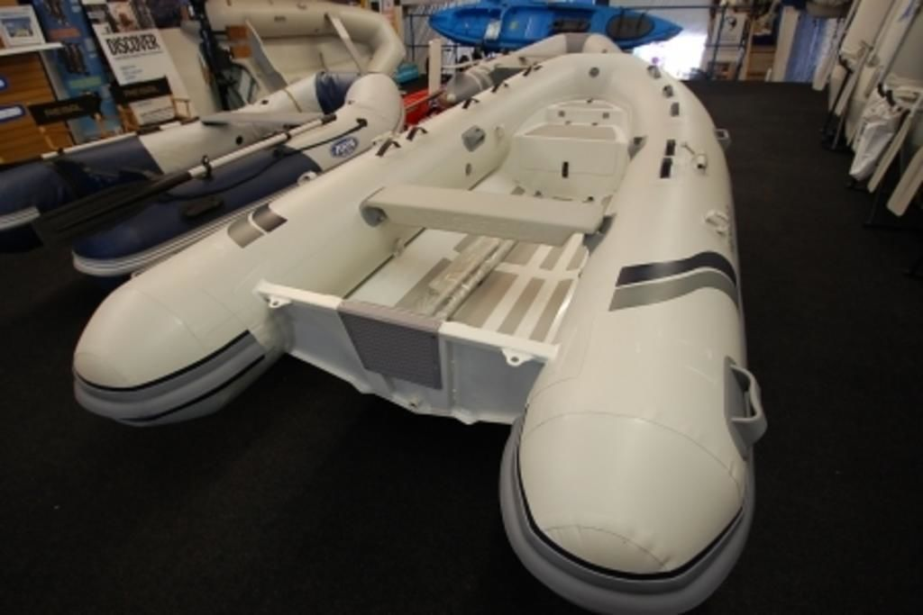2020 Highfield boat for sale, model of the boat is CL 380 & Image # 2 of 4