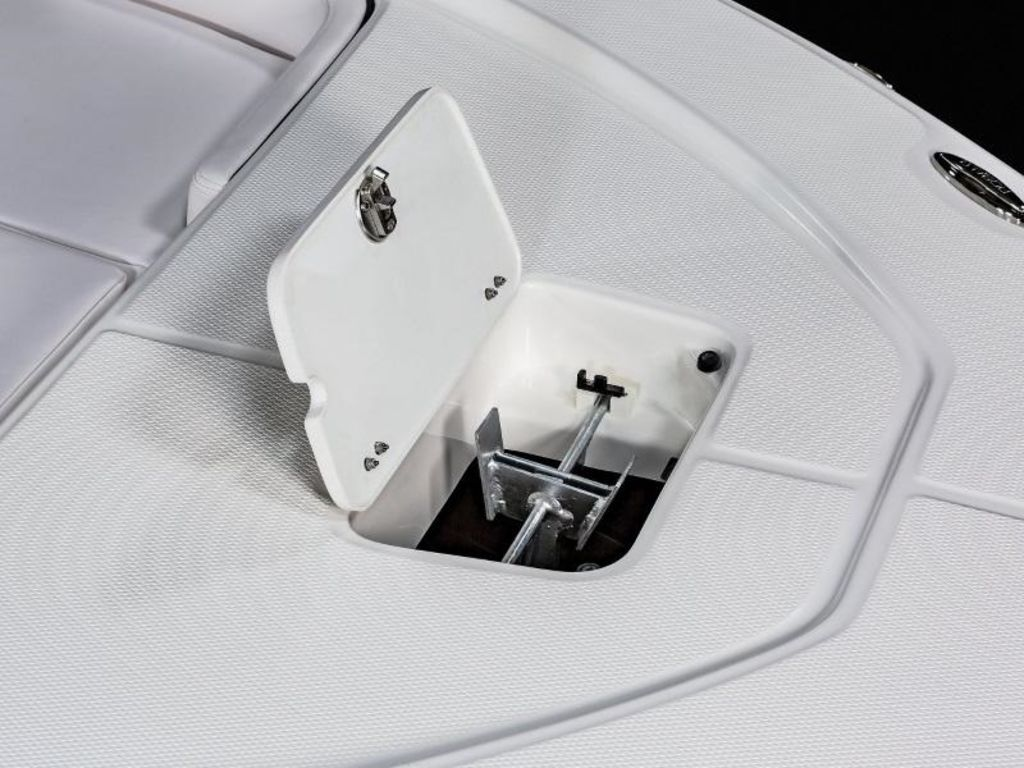 New  2021 Robalo 226 Cayman Center Console in Gulfport, Mississippi