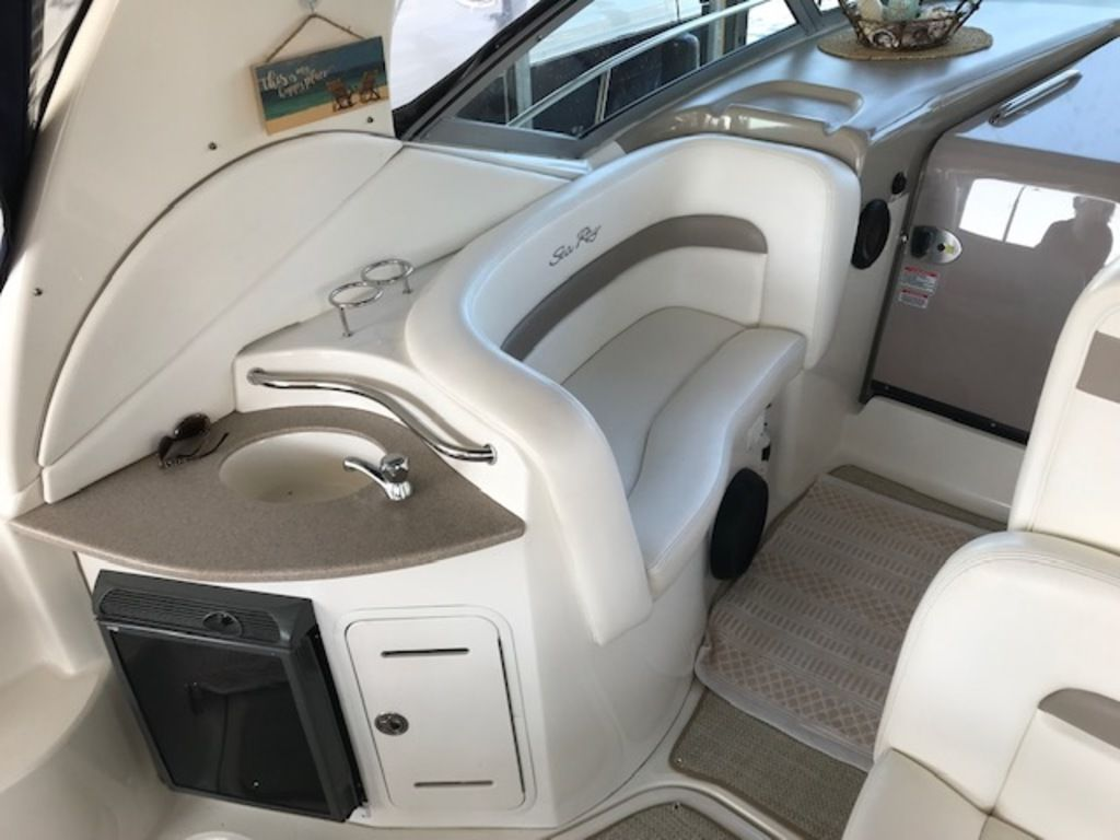 2005 Sea Ray boat for sale, model of the boat is 320 Sundancer & Image # 17 of 24
