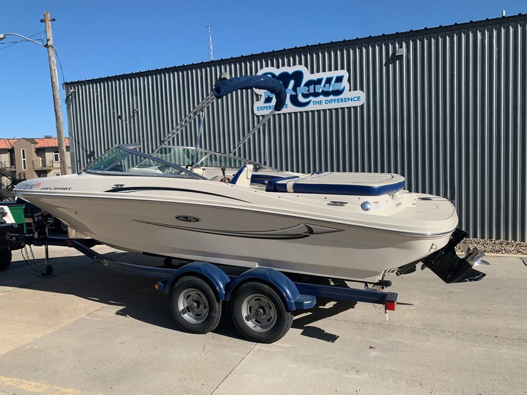 2010 Sea Ray boat for sale, model of the boat is 205 Sport & Image # 3 of 11
