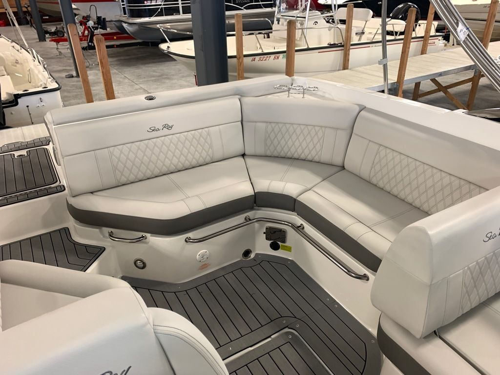 2020 Sea Ray boat for sale, model of the boat is SLX 250 & Image # 5 of 10