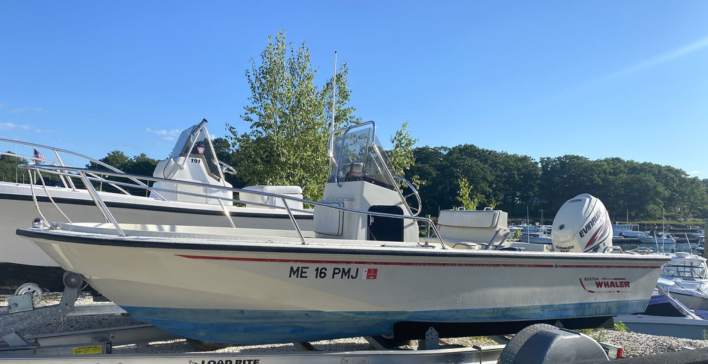 1992 Boston Whaler boat for sale, model of the boat is 17 Outrage & Image # 1 of 5