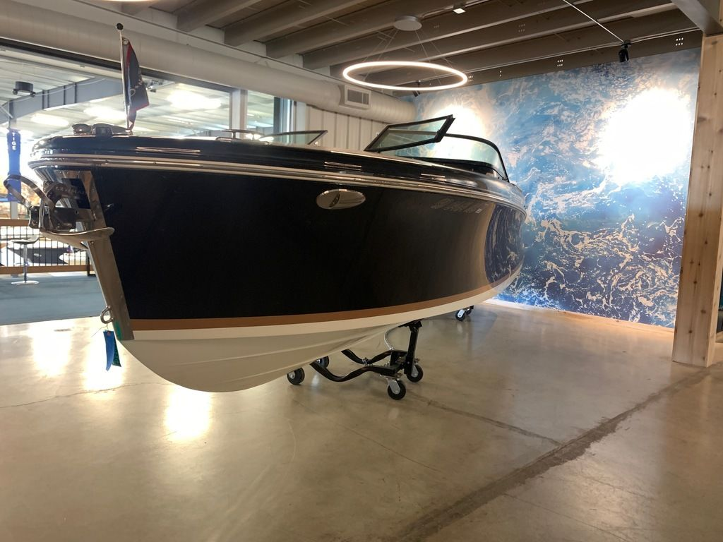 2017 Chris Craft boat for sale, model of the boat is Capri 25 & Image # 4 of 13