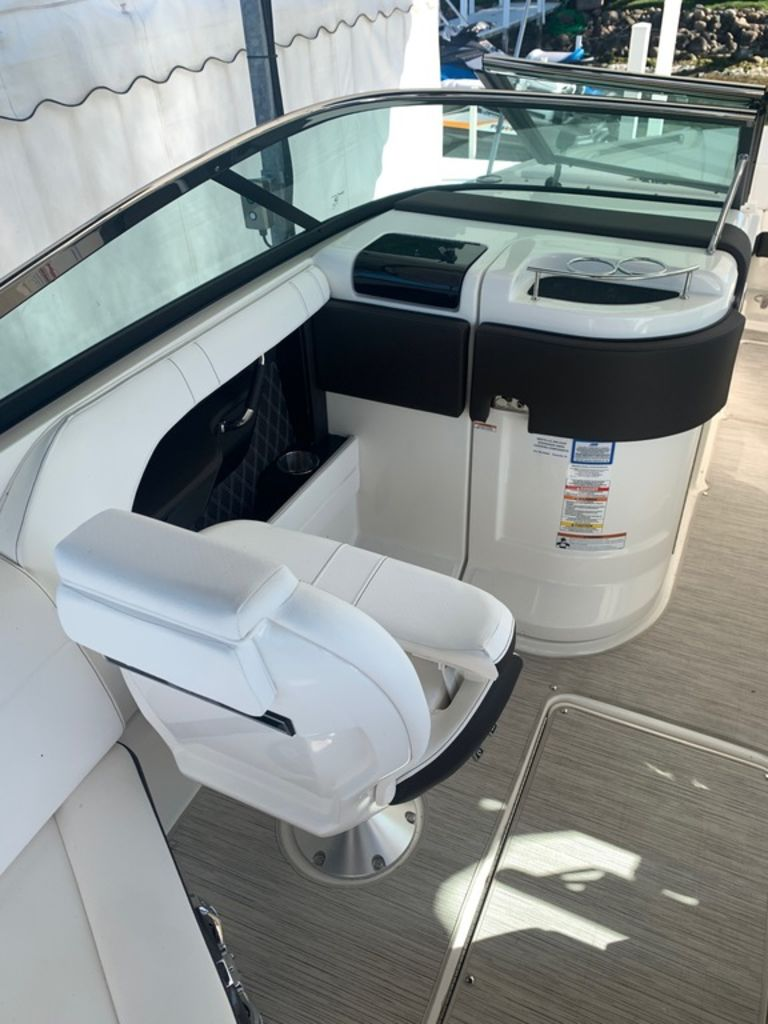 2020 Sea Ray boat for sale, model of the boat is SLX 280 & Image # 7 of 10