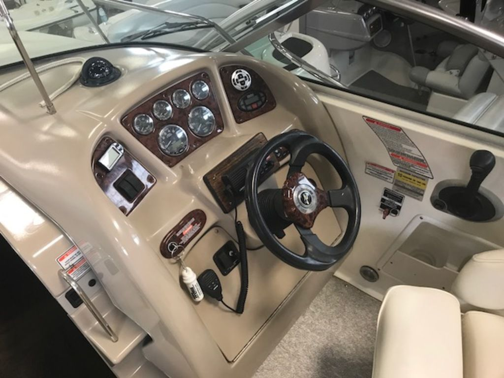 2004 Sea Ray boat for sale, model of the boat is 260 Sundancer & Image # 6 of 11