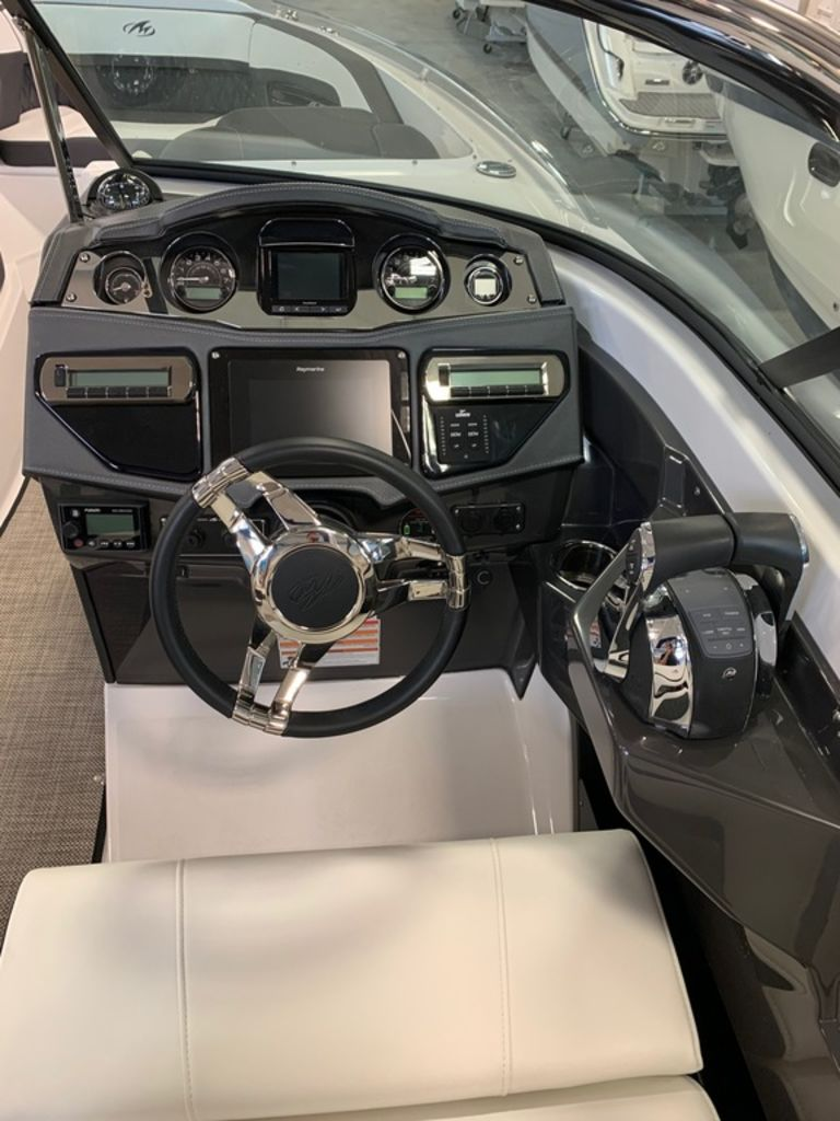 2019 Monterey boat for sale, model of the boat is 298SS & Image # 5 of 9