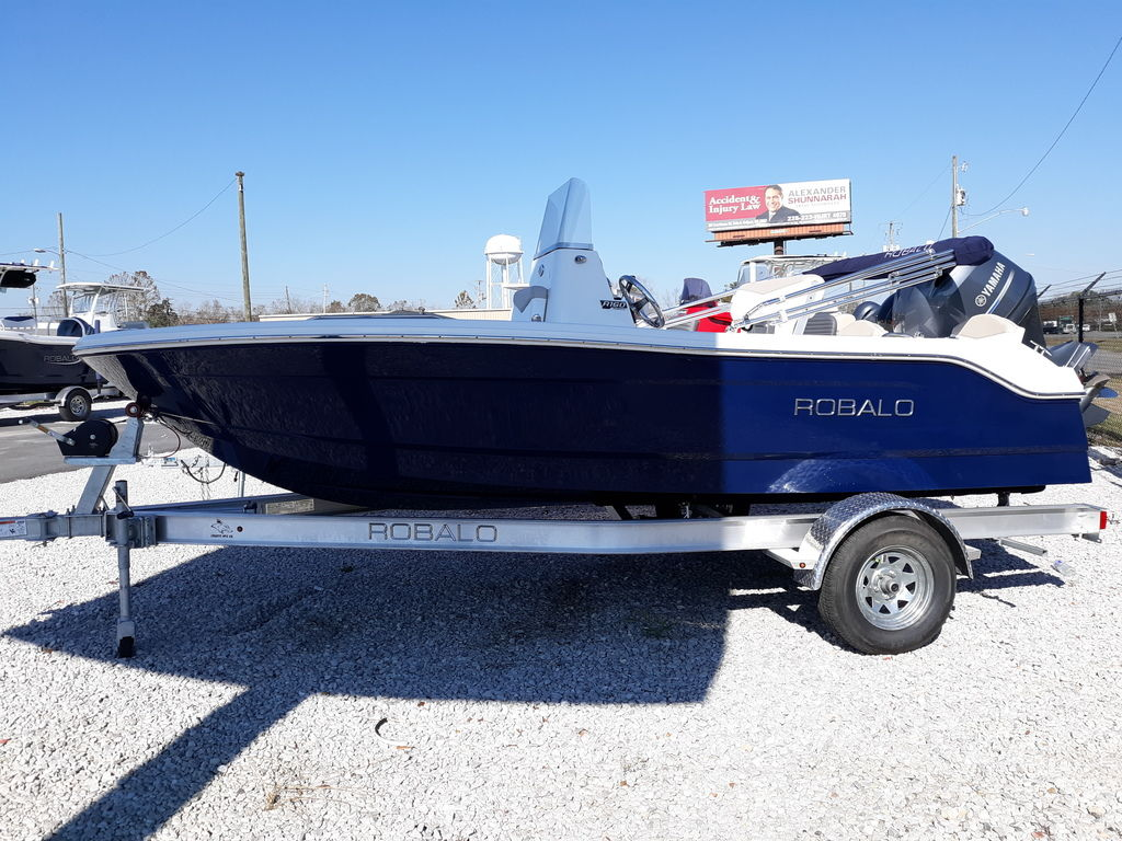 New  2021 Robalo R160 Center Console in Gulfport, Mississippi