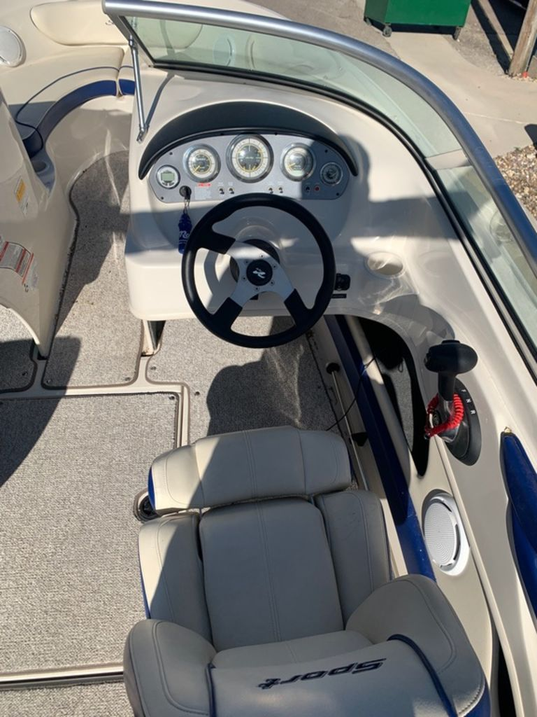 2010 Sea Ray boat for sale, model of the boat is 205 Sport & Image # 6 of 11