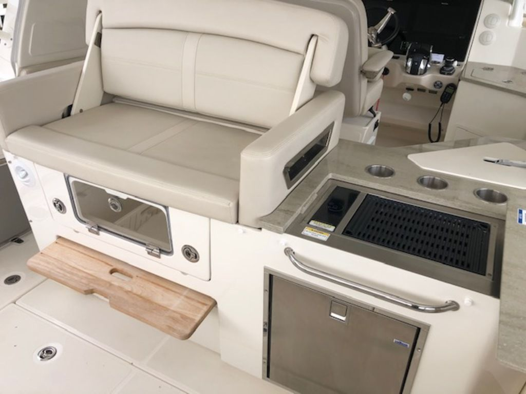 2019 Boston Whaler boat for sale, model of the boat is 350 Realm & Image # 7 of 16