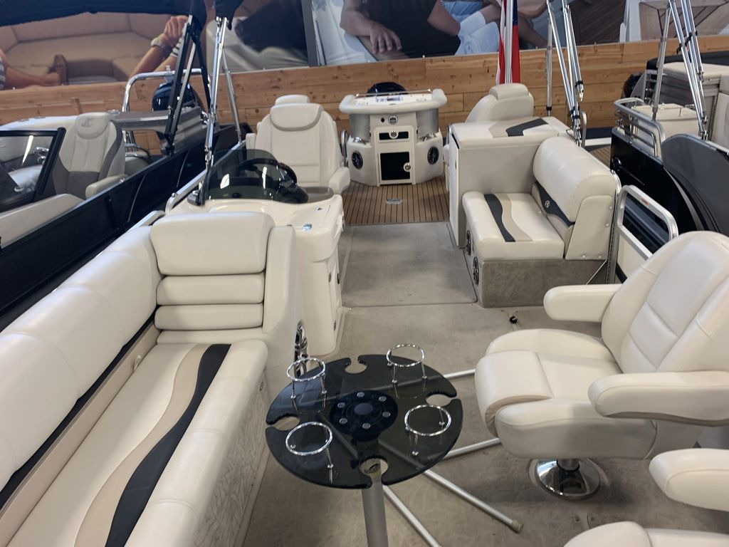 2014 Avalon boat for sale, model of the boat is Deco 25' Sandbar & Image # 8 of 10