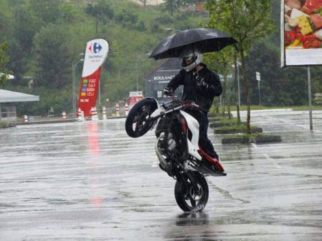 10 Do's and Don'ts of Motorcycle Riding in the Rain