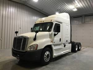 Pre-Owned Inventory | Lou Bachrodt Freightliner