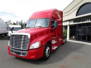 Pre-Owned Inventory | Freightliner of Hartford