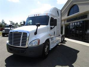 Pre-Owned Inventory | Freightliner of Hartford