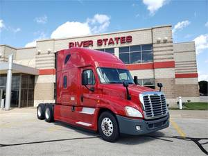 Pre-Owned Inventory | River States Truck & Trailer