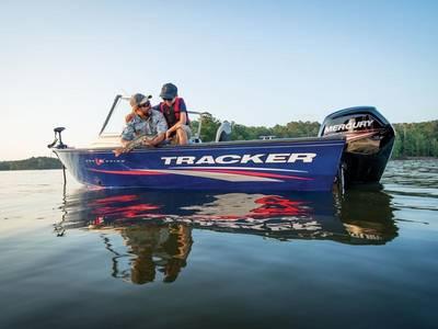 2017 Tracker® Boats Pro Guide™ V-16 WT Base   Angler's