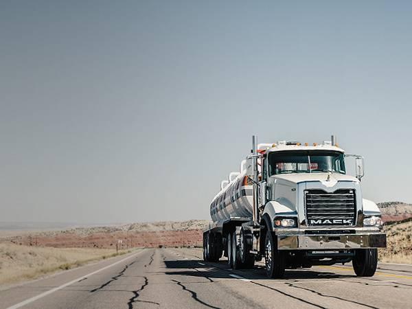 2015 Mack Trucks - old Mack® Pinnacle™ Series | Cambria