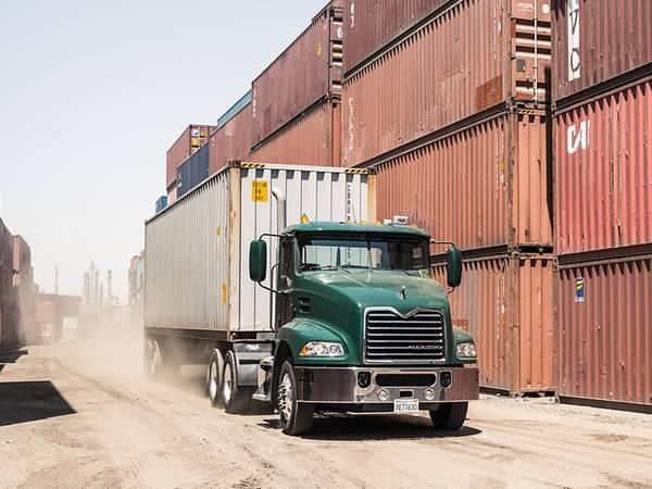 2017 Mack Trucks Pinnacle™ DayCab Axle Back Mack® MP8