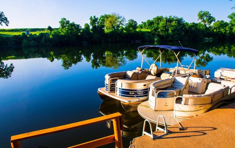 2018 guide to pontoon boats miller marine st cloud minnesota. Black Bedroom Furniture Sets. Home Design Ideas