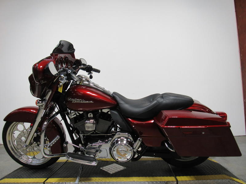 2009 Harley-Davidson FLHX - Street Glide 9