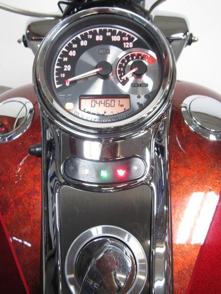 2013 Harley-Davidson FLHRSE5 - CVO Road King 6