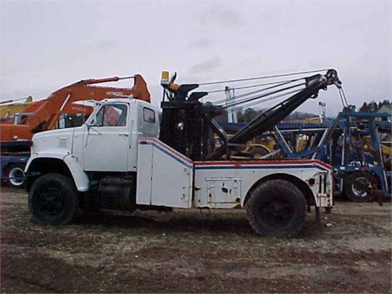 1977 INOPERABLE GMC GENERAL Wrecker Tow Truck