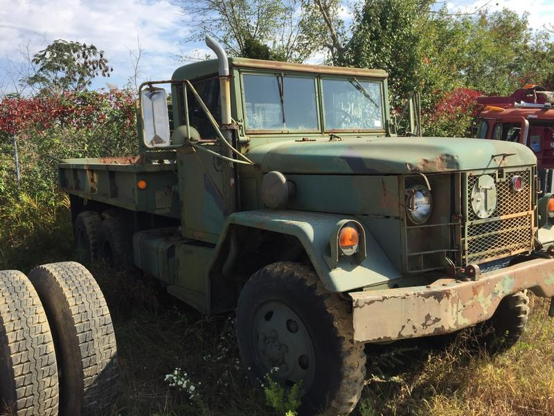 1970 INOPERABLE KAISER M51A2 Flatbed Truck
