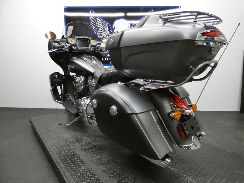 2019 Indian Motorcycle® Roadmaster® Steel Gray Smoke / Thunder Black