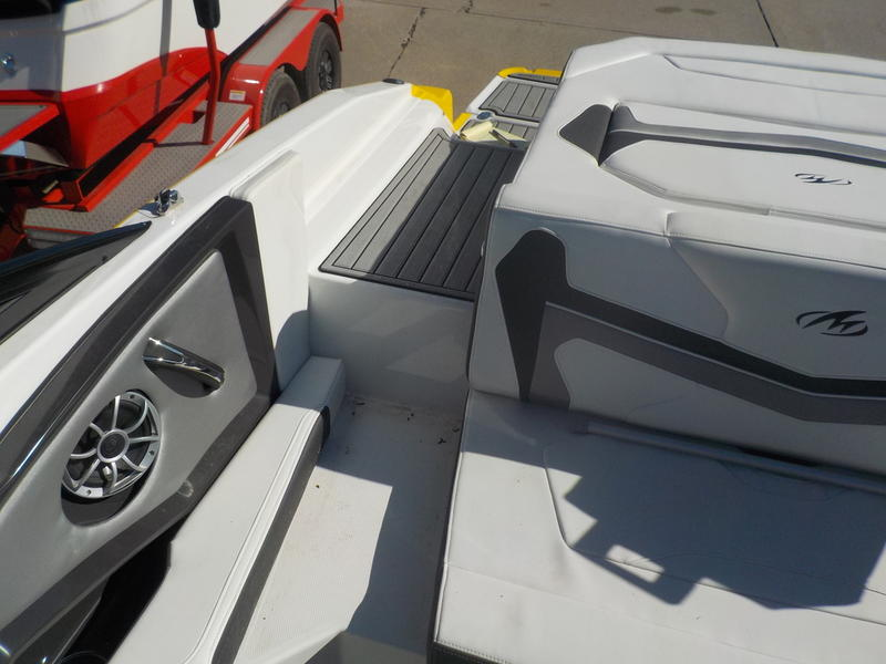 2016 Monterey boat for sale, model of the boat is 218SS & Image # 20 of 21