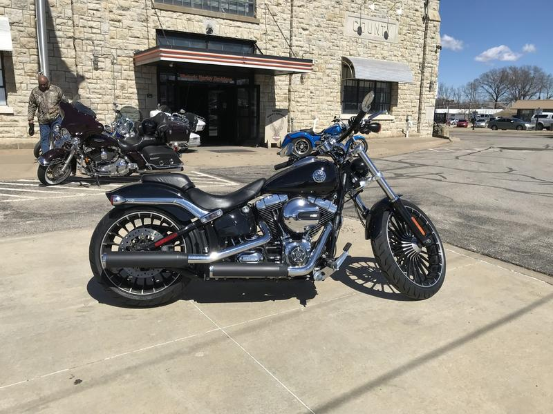 Evel Knievel Insurance Salesman: 2017 Harley-Davidson® FXSB - Breakout® 22217T