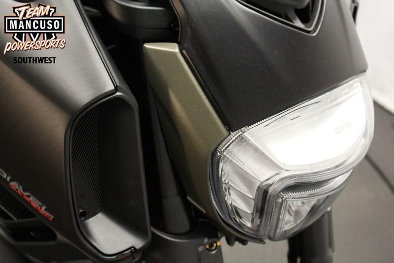 2017 Ducati Diavel Carbon Asphalt Grey and Matt Carbon