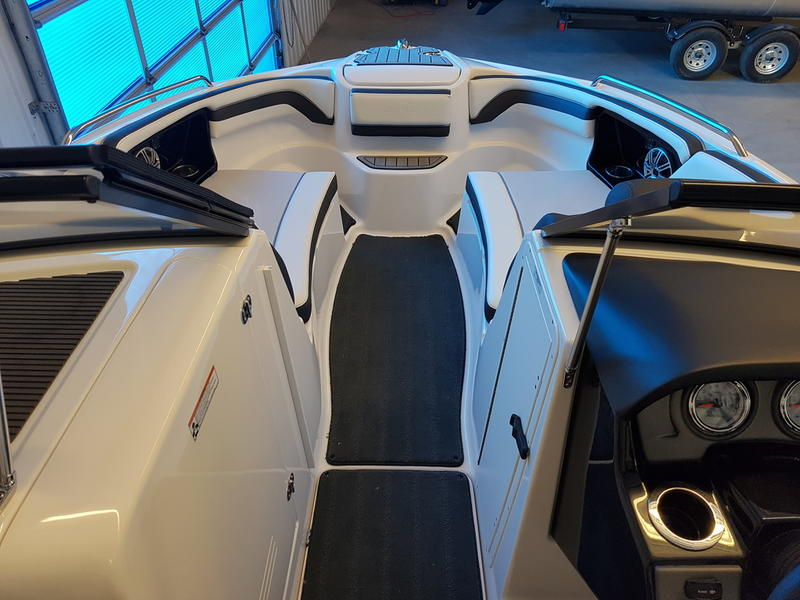 2016 Yamaha boat for sale, model of the boat is 242 Limited S & Image # 5 of 8