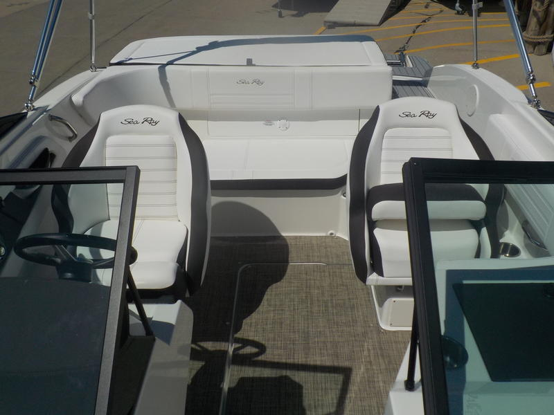 2020 Sea Ray boat for sale, model of the boat is SPX 190 & Image # 4 of 14