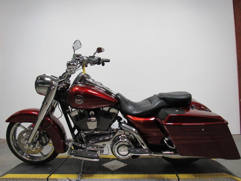 2013 Harley-Davidson FLHRSE5 - CVO Road King 2