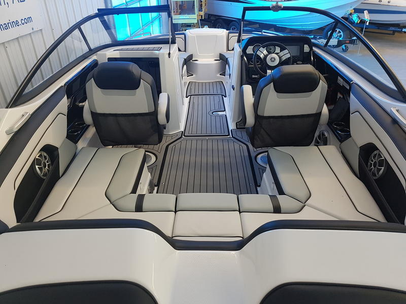 2018 Yamaha boat for sale, model of the boat is 212X & Image # 3 of 9