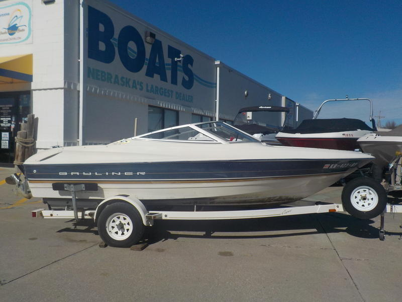 1996 Bayliner 1750 Capri BR | Omaha Marine Center