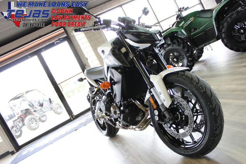 2017 Yamaha FZ-09 7