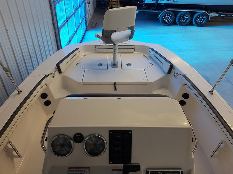 2017 Yamaha boat for sale, model of the boat is 190 FSH DELUXE & Image # 5 of 9