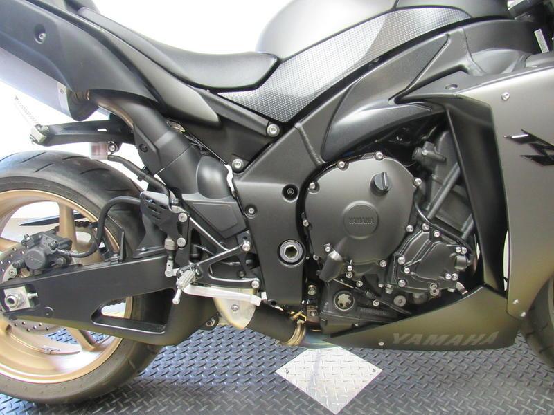 2014 Yamaha R1 2