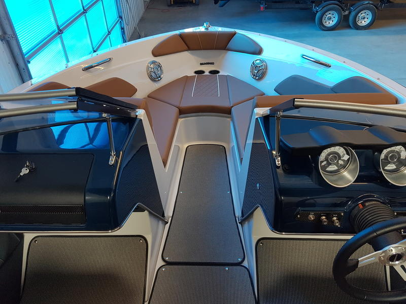 2017 Glastron boat for sale, model of the boat is GT 200 & Image # 4 of 7