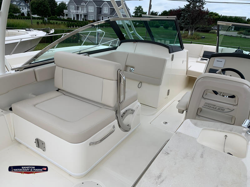 2020 Boston Whaler 270 Vantage | Hampton Watercraft & Marine