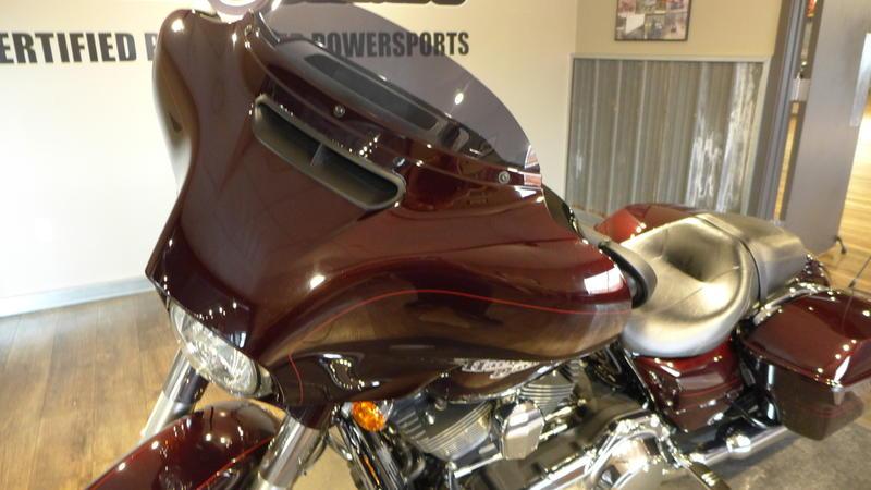 2014 Harley-Davidson FLHXS - Street Glide Special 9