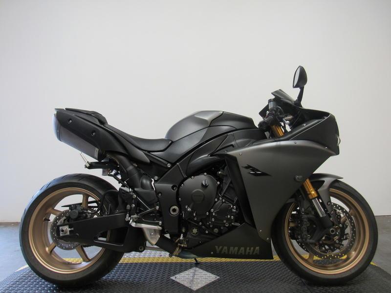 2014 Yamaha R1 1