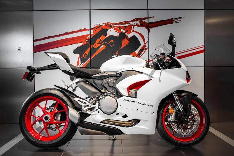 2021 Ducati Panigale V2 White Rosso Livery | Ducati Sanford