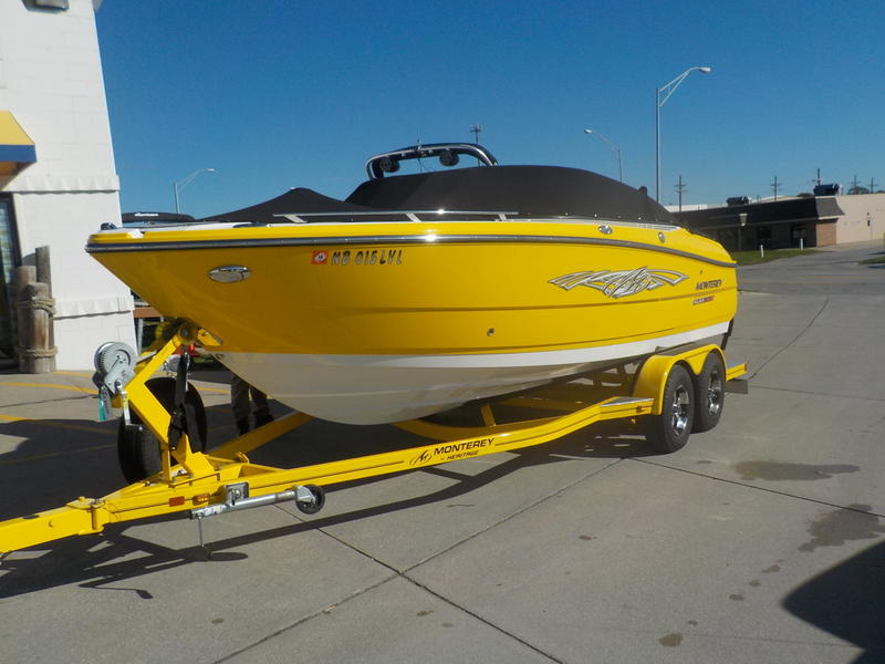 2016 Monterey boat for sale, model of the boat is 218SS & Image # 4 of 21