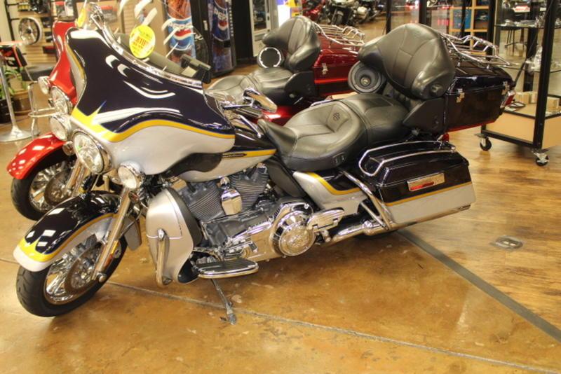 2012 Harley-Davidson® FLHTCUSE7 - CVO™ Ultra Classic