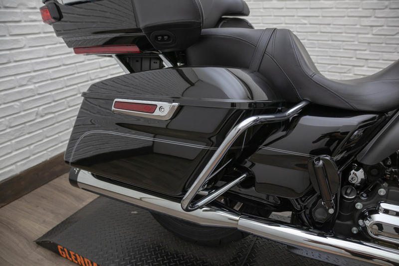 2015 Harley-Davidson FLHTCUL - Electra Glide Ultra Classic Low 4